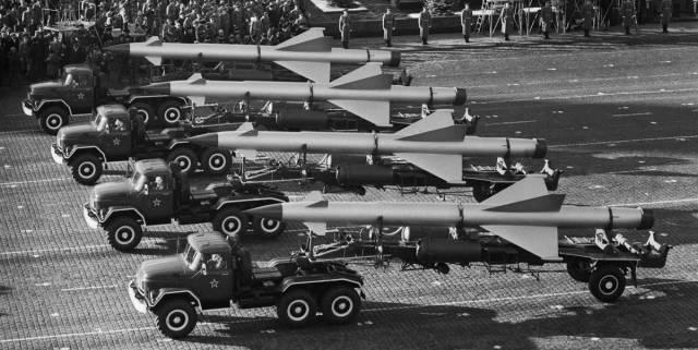 ЗРК С-25 на военном параде в честь 61-й годовщины Великой Октябрьской революции, 1978 год