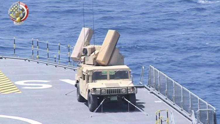 ЗРК AN/TWQ-1 Avenger на палубе одного из египетских УДК LHD Mistral.