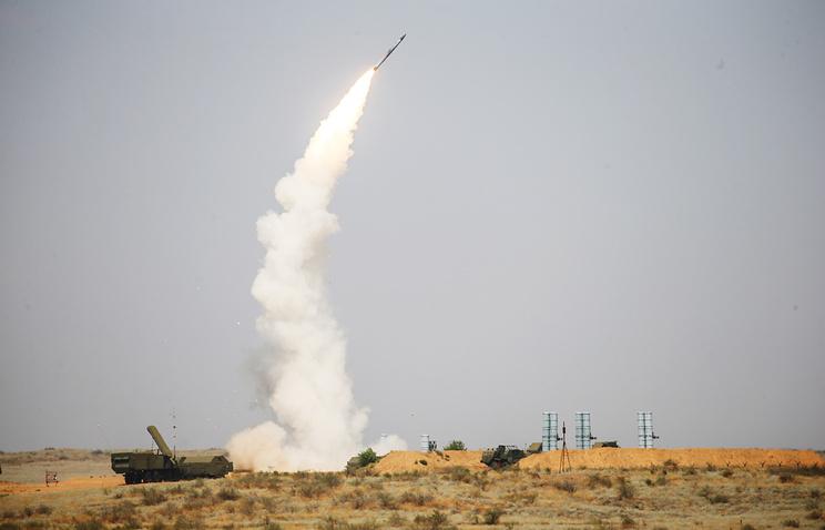 Боевые стрельбы зенитных ракетных комплексов С-300 и С-400<br>.