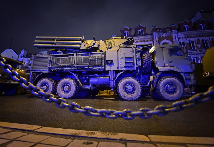 """ЗРПК """"Панцирь-С1"""" во время репетиции военного парада ко Дню Победы."""