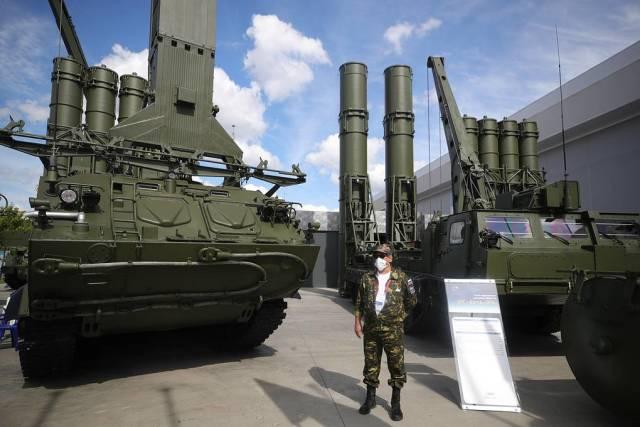 """ЗРС """"Антей-4000"""" (справа)"""