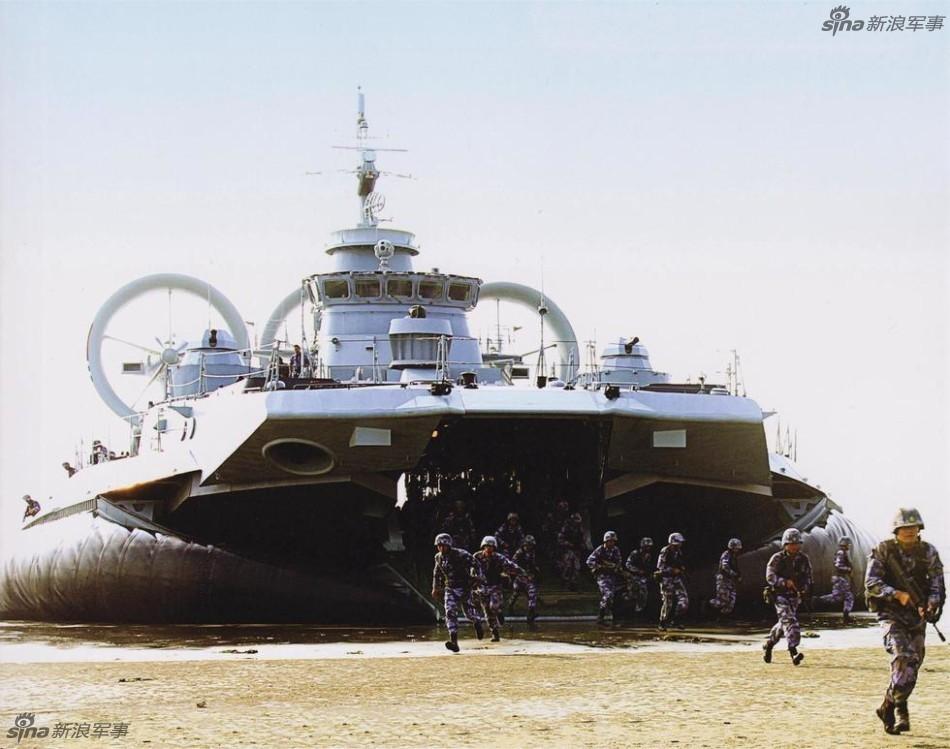"""Учения НОАК с использованием десантных кораблей на воздушной подушке типа """"Зубр"""""""