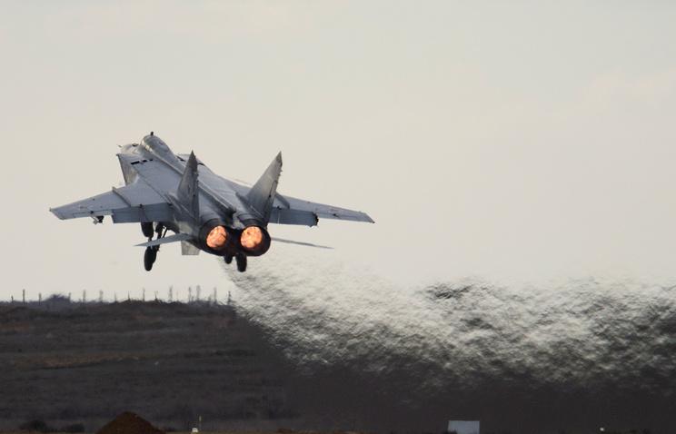 Российский двухместный сверхзвуковой всепогодный истребитель-перехватчик дальнего действия (НАТО: Foxhound)