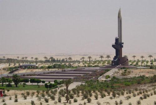 Памятник АК-47 в Египте