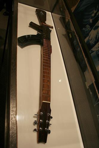 Гитары в виде корпуса АК-47